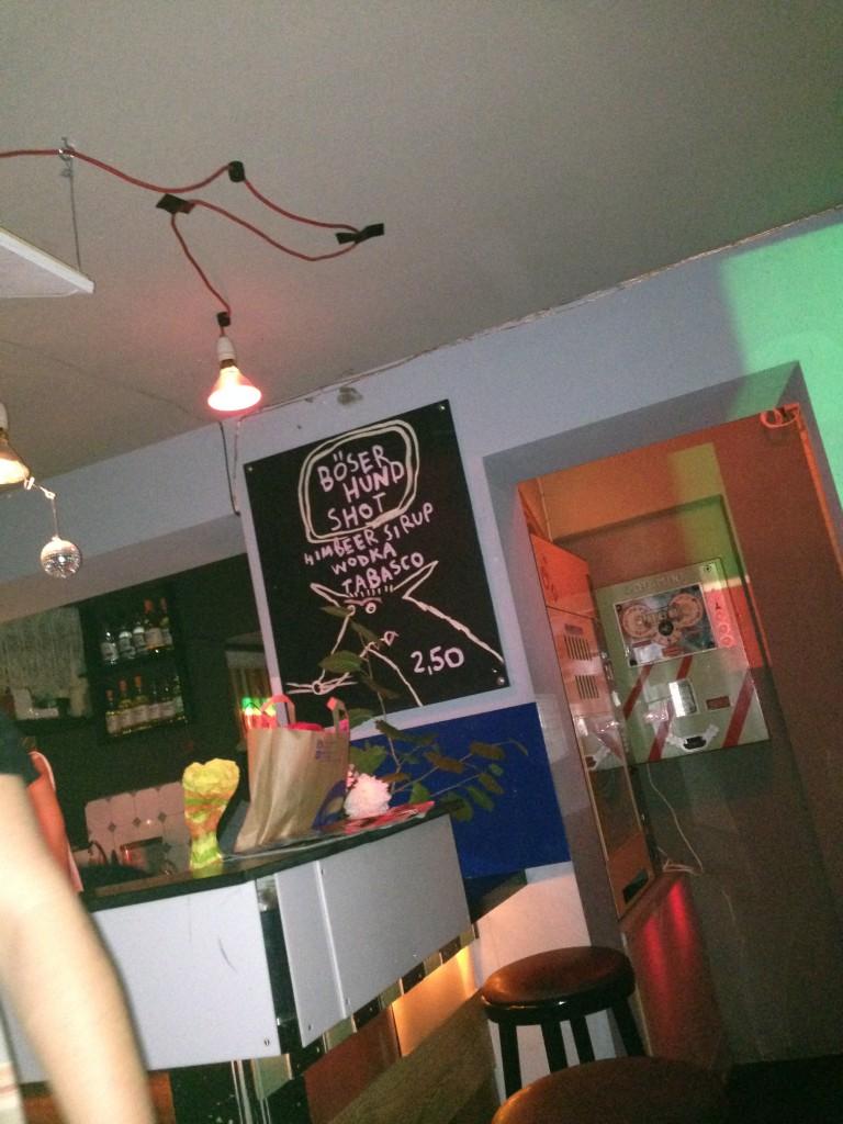 Hamburger Kellerbar, passend zum Helikon-Auftritt