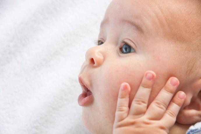Babycreme pflegt auch Erwachsenenhaut