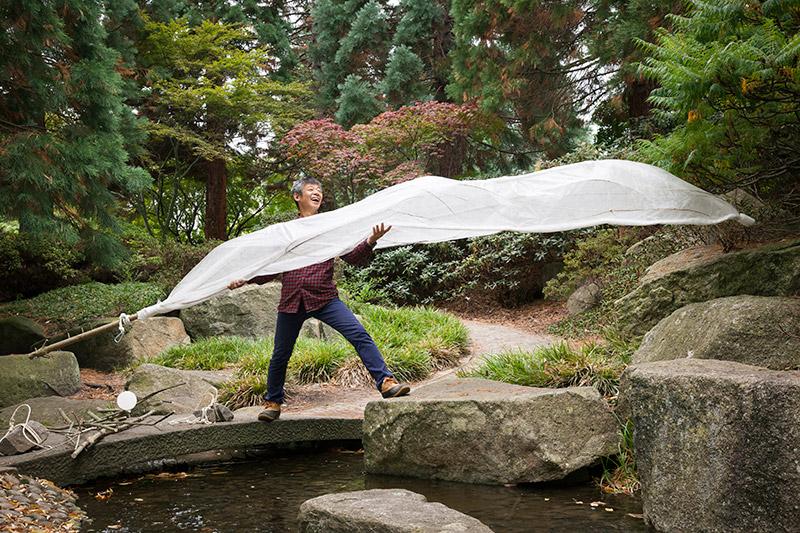 Windkünstler Rico Ueda im Hamburger Park (c) Isadora Tast