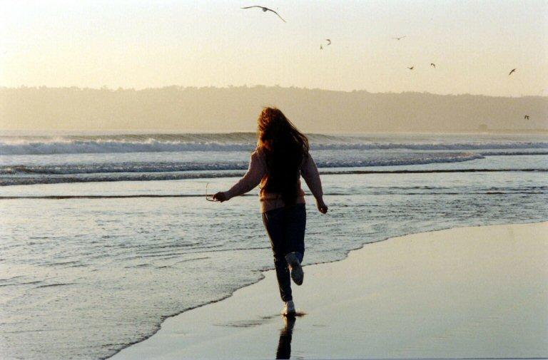 Laufen oder Joggen am Strand