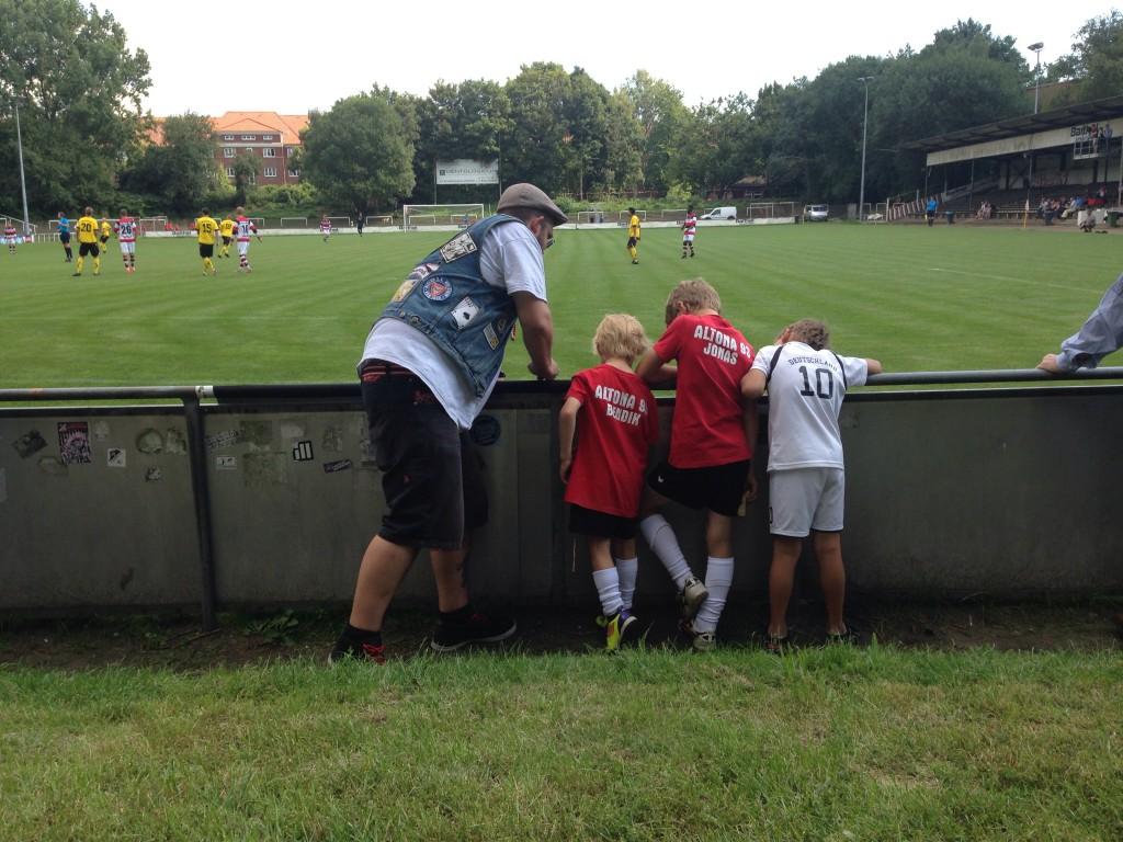 Harte Jungs: vier Fans bei Altona 93