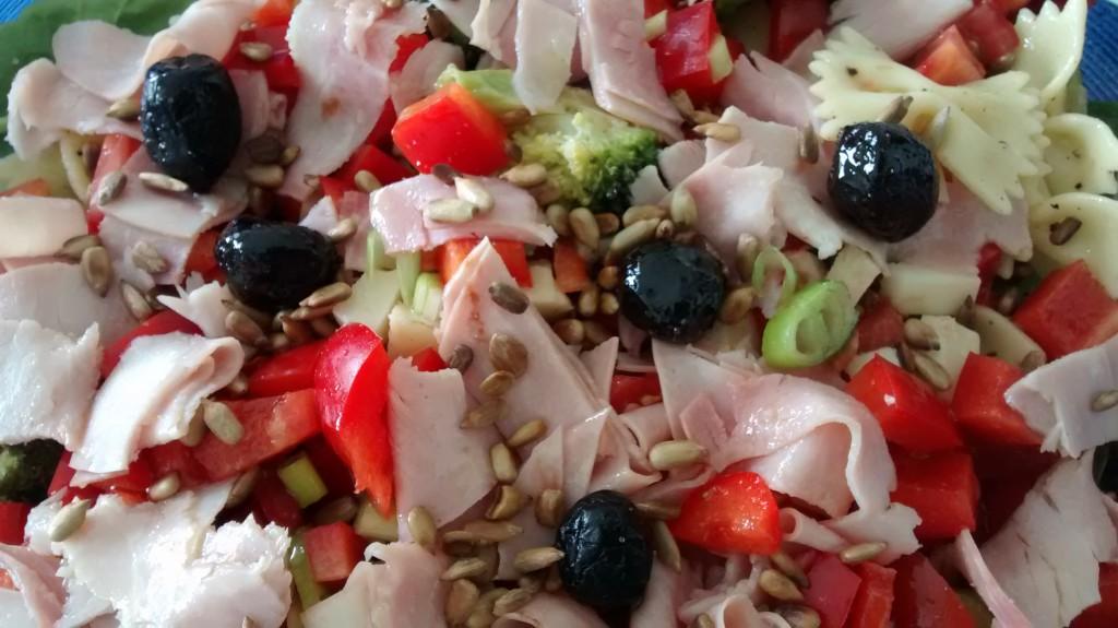 Büroessen: Her mit den kleinen Oliven: mit diesen leckeren Dingern kann man nicht nur Pizza belegen!
