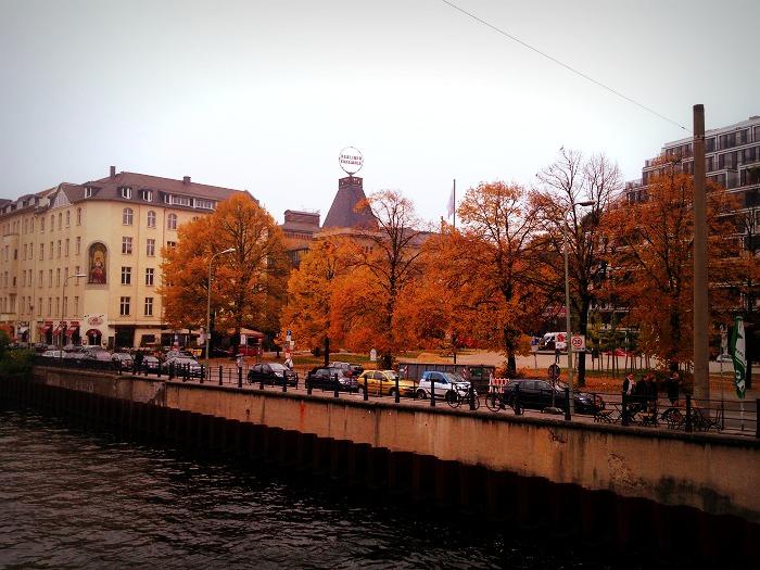 Blick auf die Spree und den Bertolt-Brecht Platz (c) Silke Plagge