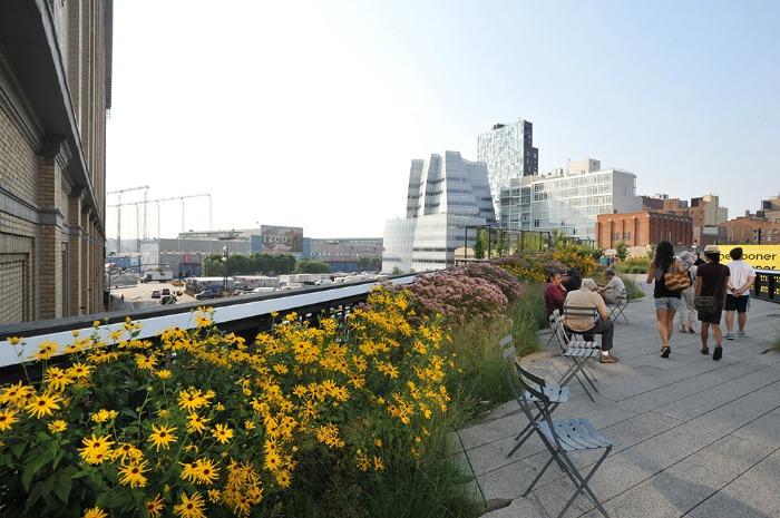 New York kulinarisch 40-somthing.de Walking on High Line, immer ein Vergnügen! Foto: elvis für www.nycgo.com
