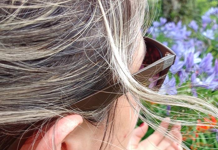 Graue Haare ab 40- können toll sein